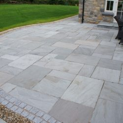Mountain mist natural sandstone with 100mm x 100mm granite setts as a border and 20mm shingle